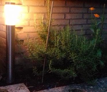 elektriciteit besparen met tuinverlichting op zonne-energie